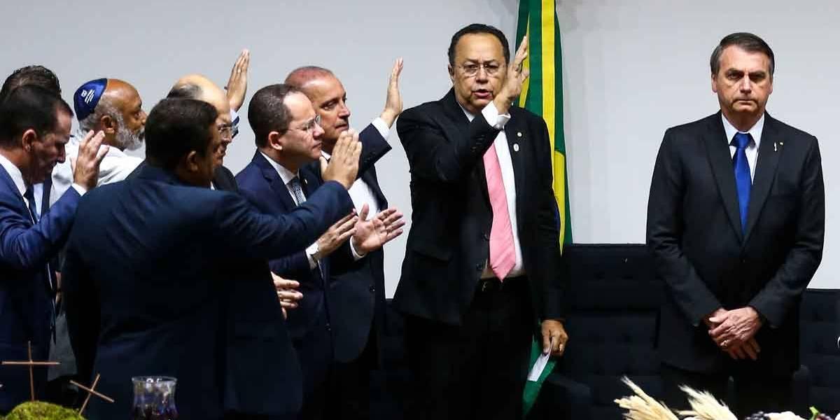 Bolsonaro indicará nome 'terrivelmente evangélico' ao STF