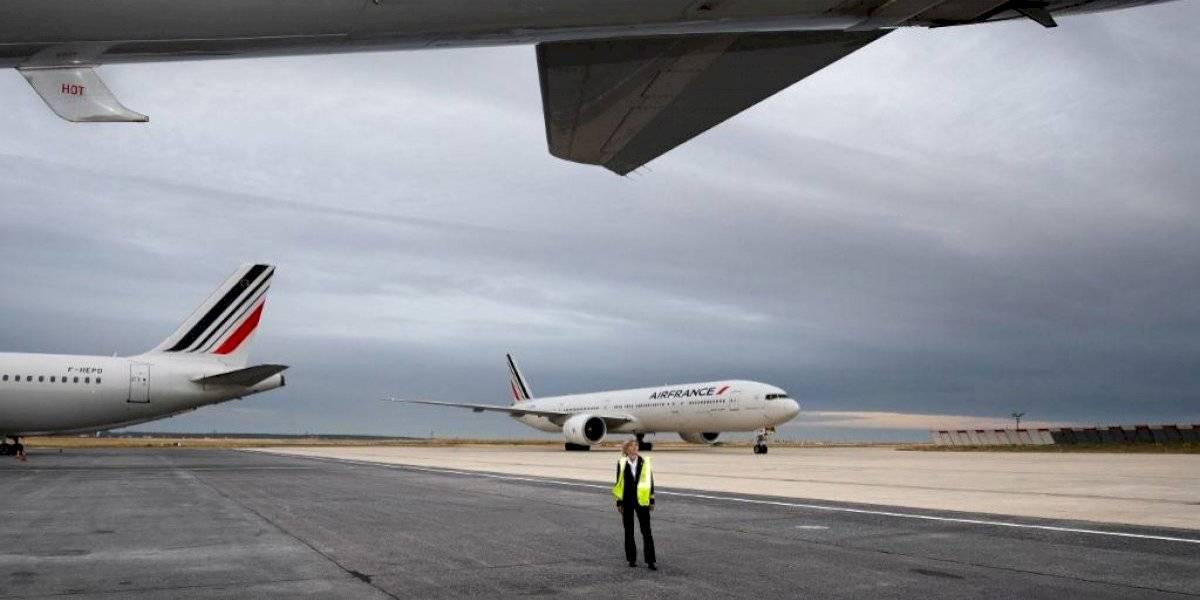 """Francia aplicará """"impuesto ecológico"""" a los boletos de avión"""