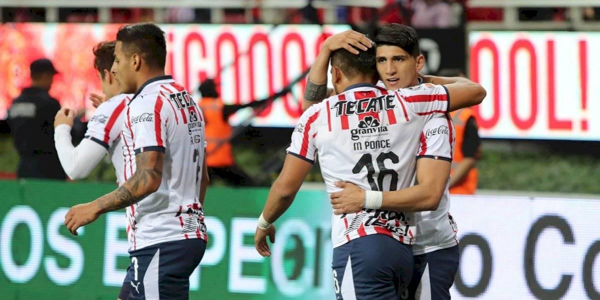 ¡Los madrugaron! Tienda departamental adelanta jersey de Chivas