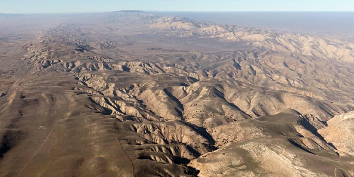 Tan enorme que se ve desde el espacio: la gigantesca grieta causada por los dos terremotos en California
