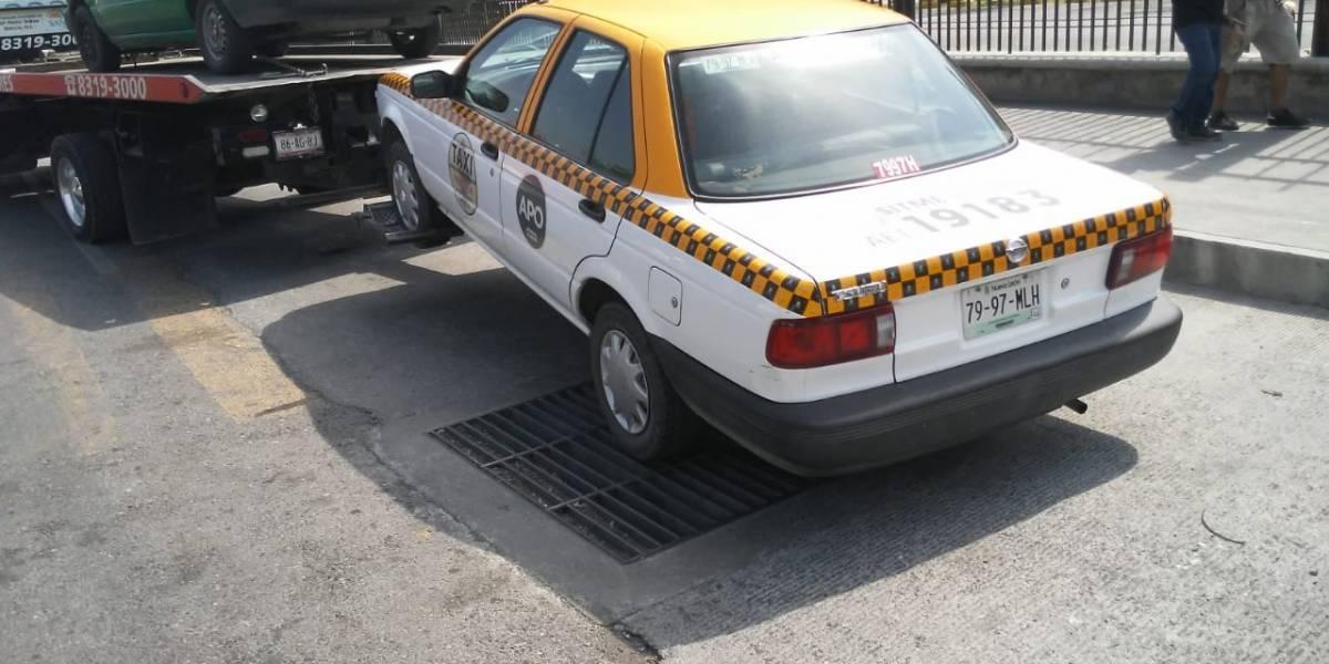 Gobierno de Nuevo León da reversa a operativos contra taxis.