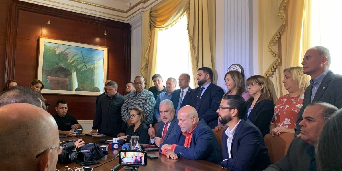 Líderes legislativos esperan al gobernador para reunión