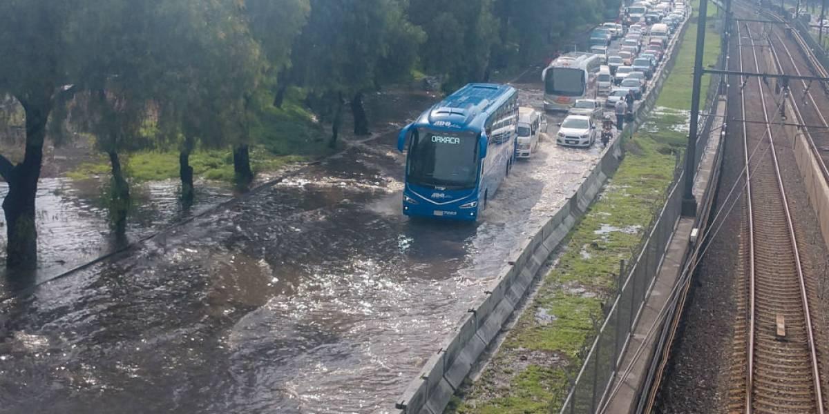 Cierran Calzada Ignacio Zaragoza por fuerte inundación