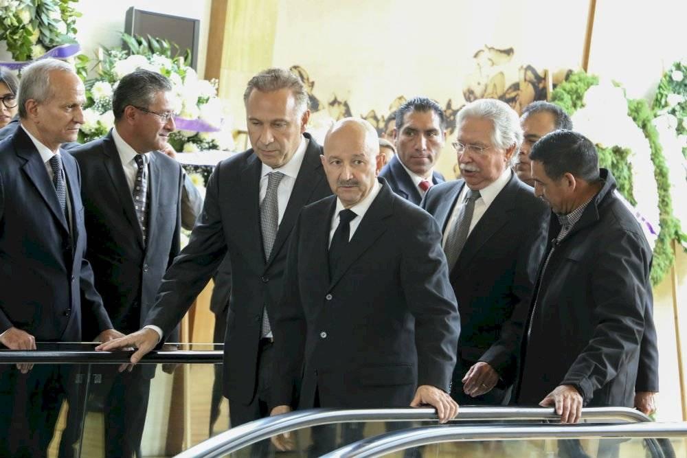 Juan Collado y Carlos Salinas acuden al funeral de la esposa de Emilio Gamboa Foto: Cuartoscuro