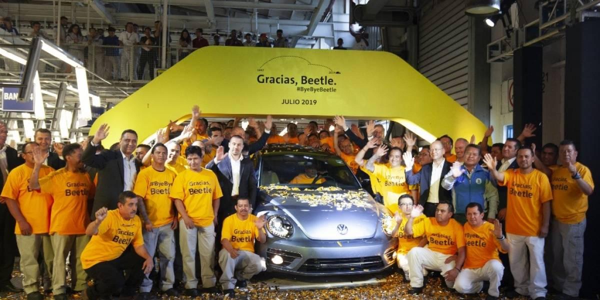 """VIDEO. Con mariachis despiden al último """"Beetle"""", el icónico auto de Volkswagen"""