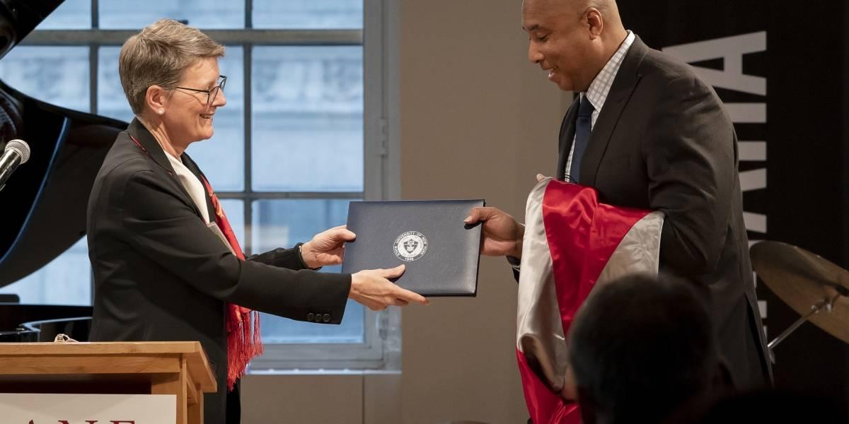 Reconocen a Bernie Williams con Doctorado Honorario en Nueva York