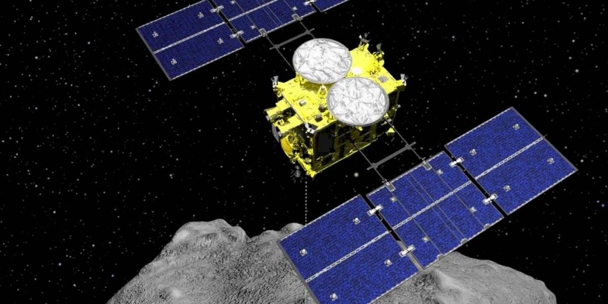 Sonda japonesa aterriza en asteroide para tomar muestras
