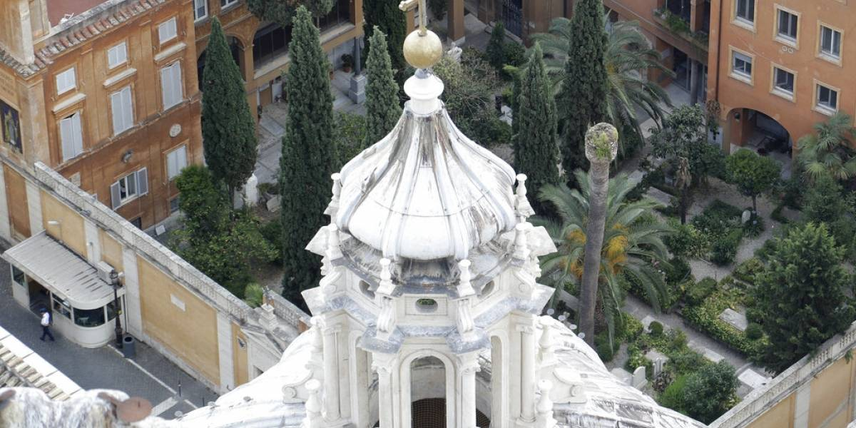 """""""Las tumbas están vacías, estamos todos atónitos"""": el impensado vuelco tras enigmática desaparición de joven de 15 años en el Vaticano"""