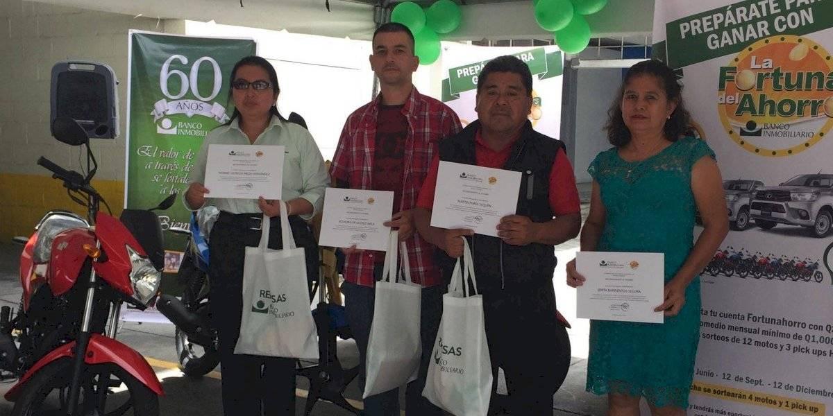 """""""La fortuna del ahorro"""" premia a los primeros ganadores de cuatro motocicletas y un picop"""