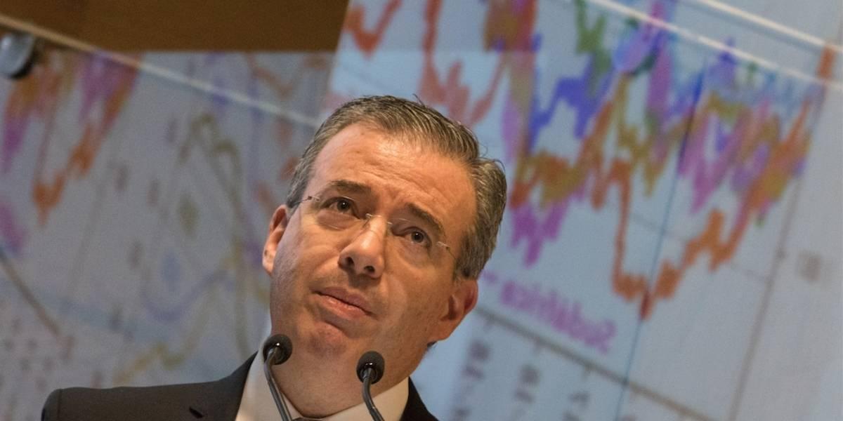 Fantasma de recesión aparece entre los riesgos previstos por Banxico