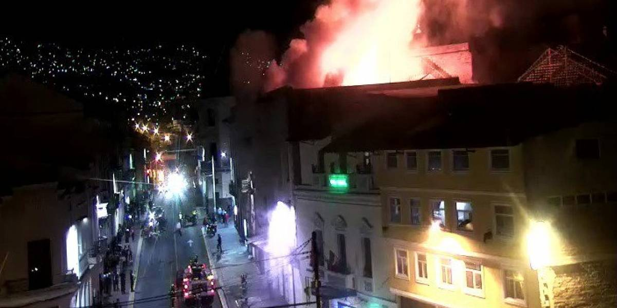 Incendio estructural en Cumandá, centro de Quito