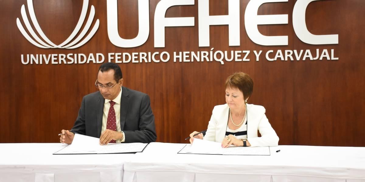 UFHEC y Universitat de Valéncia firman acuerdo de cooperación interinstitucional