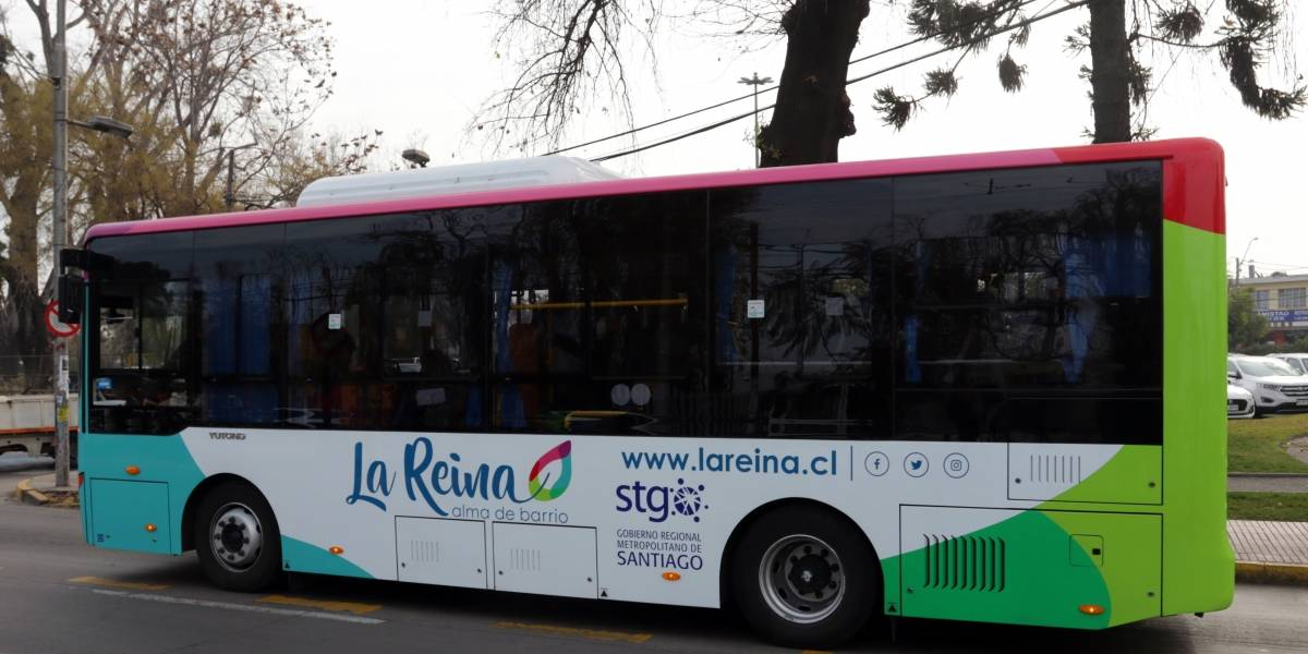 Tres buses eléctricos transportarán a escolares y adultos mayores en La Reina