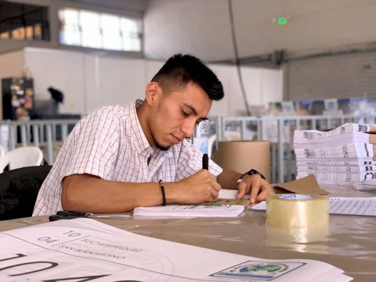 TSE prepara kits para segunda vuelta de las elecciones. Foto: Emisoras Unidas