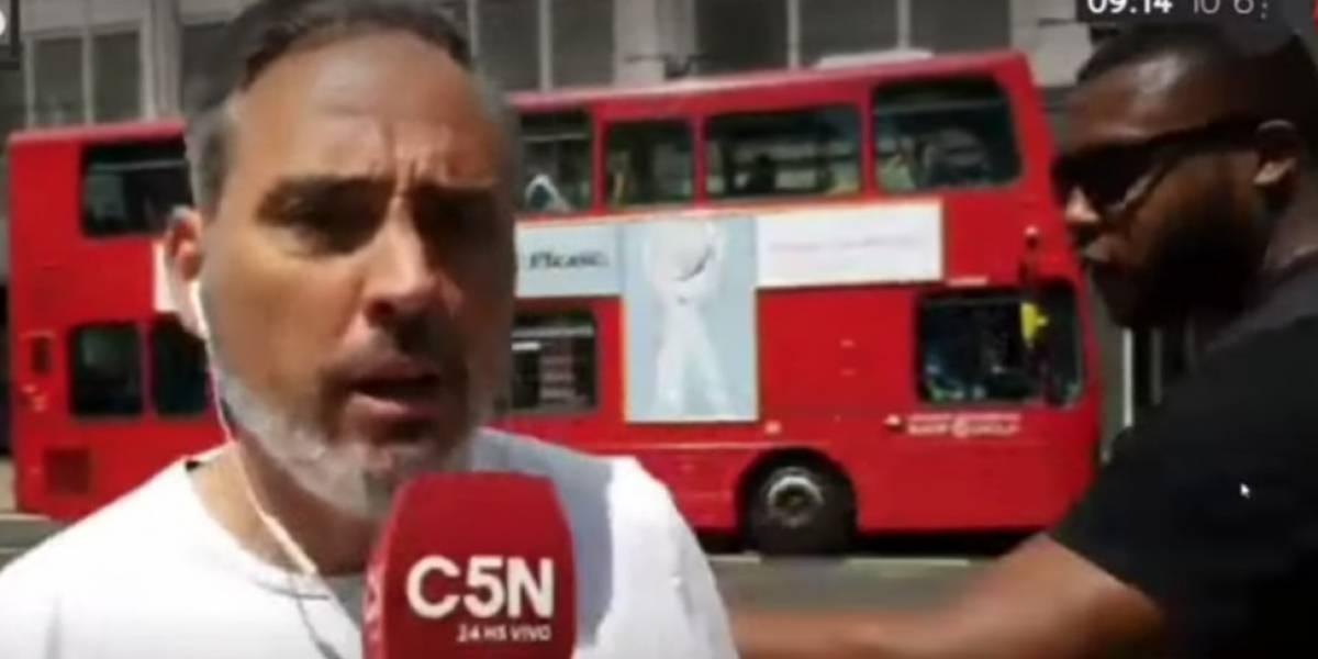 Reportero es agredido en plena transmisión en vivo
