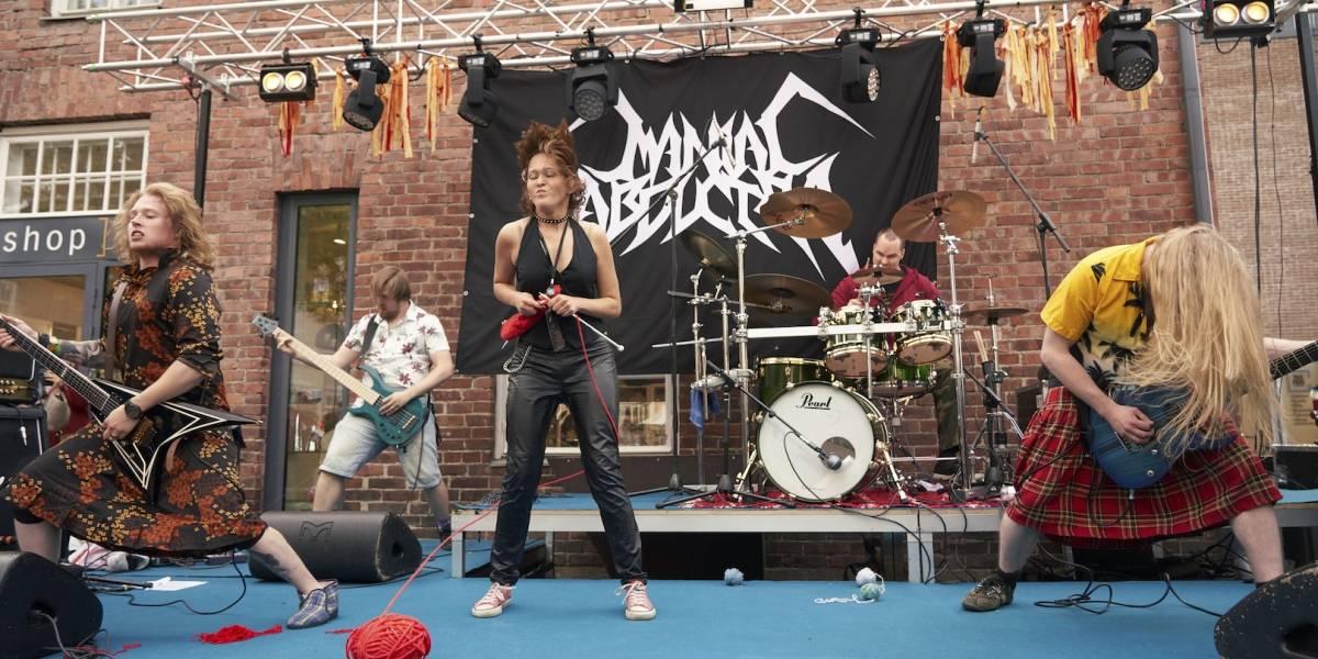 Realizan campeonato de tejido con heavy metal en Finlandia