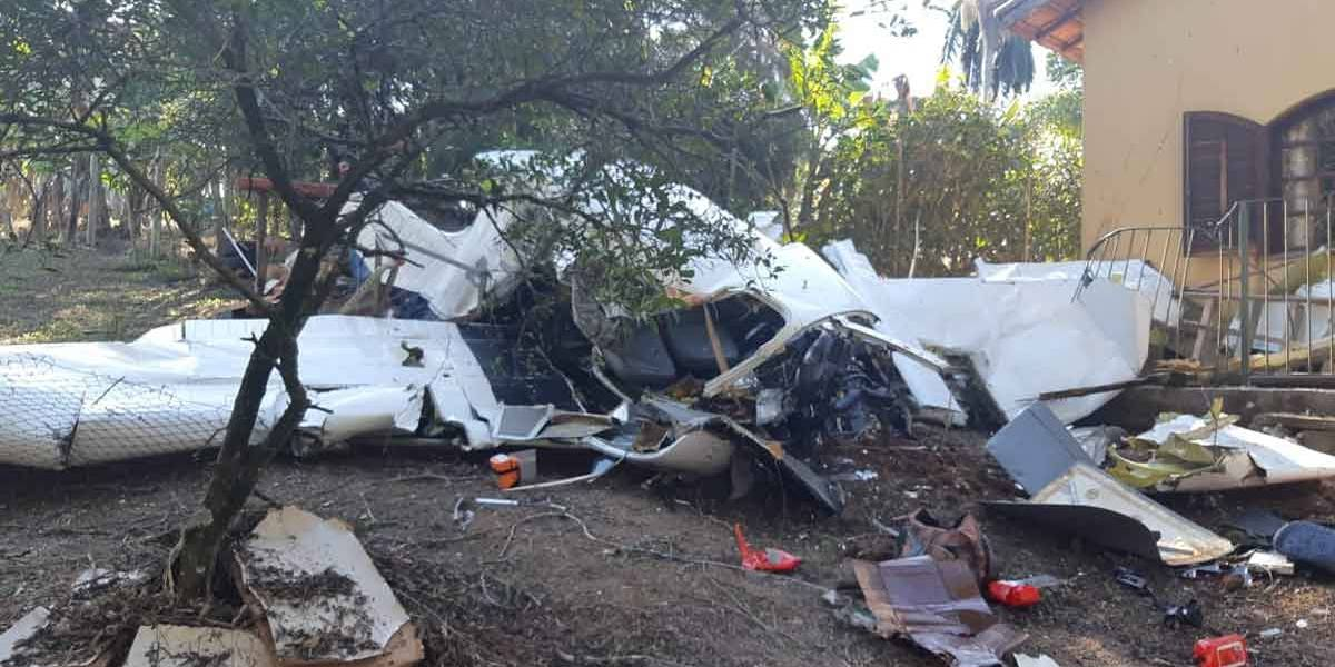 Avião cai em Campo Limpo Paulista e deixa duas pessoas mortas