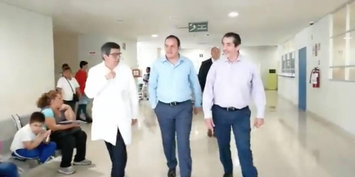 Cuauhtémoc Blanco visita al niño guatemalteco que encontraron junto a su padre degollado