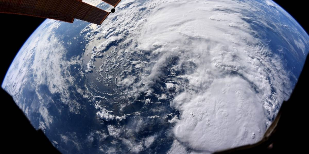 Astronauta da NASA registra impressionante tempestade tropical na Terra desde o espaço
