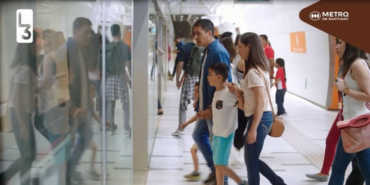 Puertas en andén: La clave tecnológica para reducir accidentes en el Metro que se instalan en sólo cuatro horas