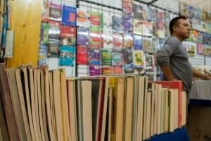 Remate de libros en el Monumento a la Revolución