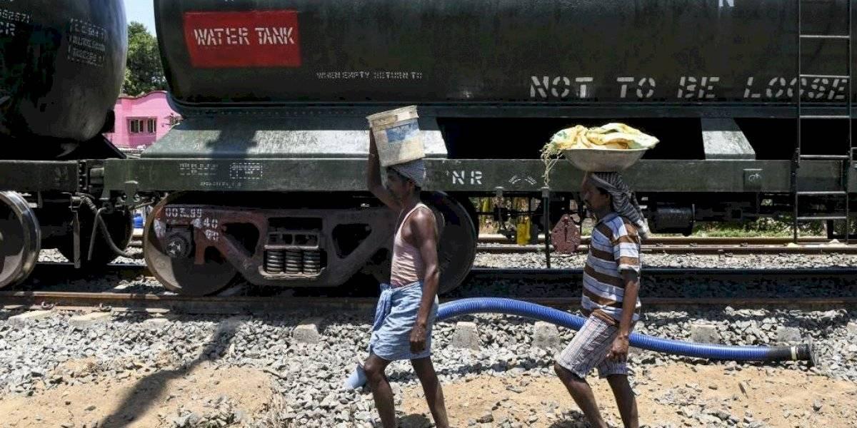 Tren con 50 vagones lleva agua a ciudad india afectada por la peor sequía en décadas