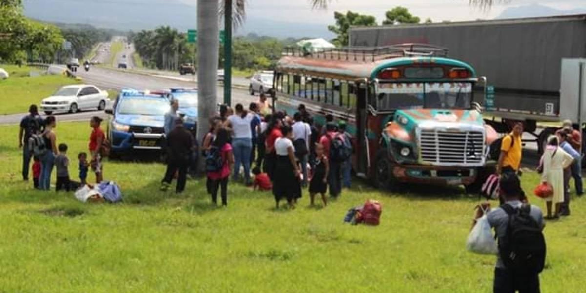 Piloto de tráiler salva de morir a conductor y pasajeros de bus extraurbano