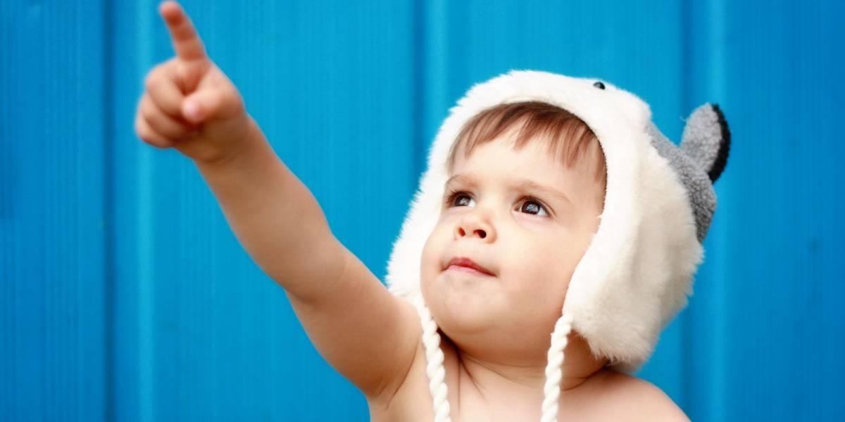 """Estudio señala que los seres humanos solemos """"apuntar con el dedo"""" por una extraña razón"""