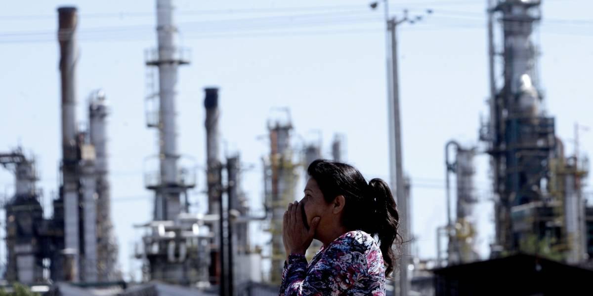 """Filtración en ENAP provoca """"fuerte olor a gas"""": vecinos de Hualpén denuncian dolores de cabeza y nauseas"""