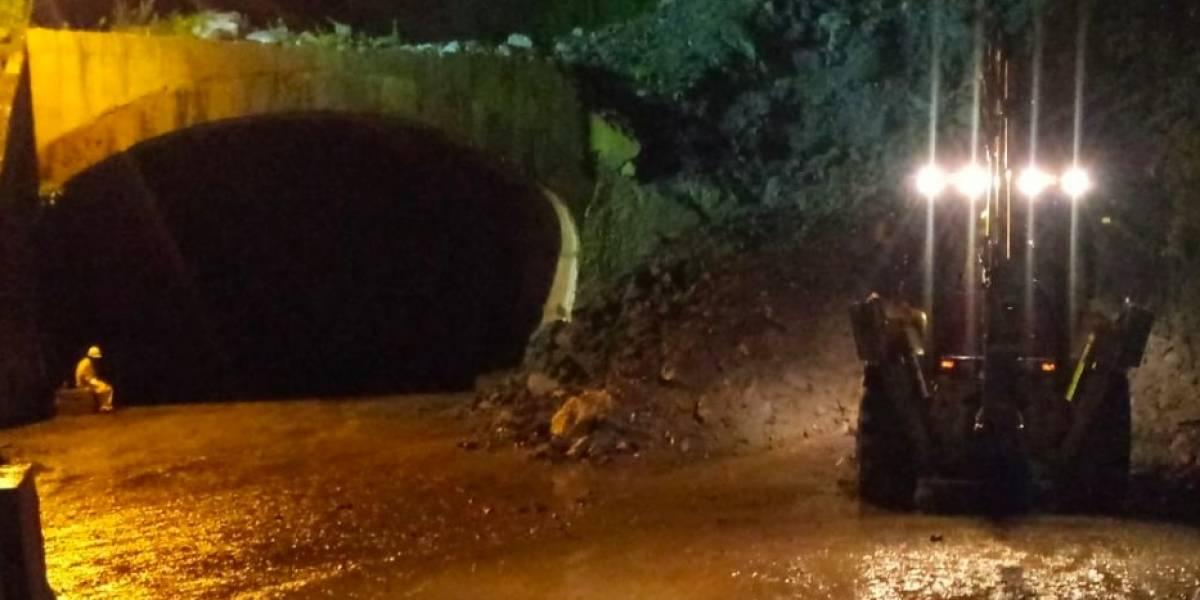 Nuevos derrumbes en la vía al Llano por fuertes lluvias