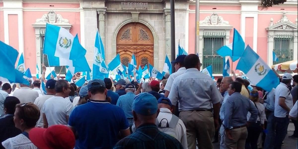 Protestan frente al Tribunal Supremo Electoral por supuesto fraude en elecciones generales