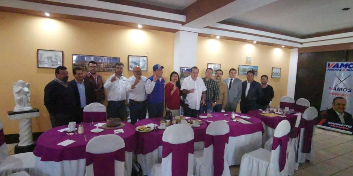 Giammattei recibe apoyo de representantes de cinco partidos en Quetzaltenango