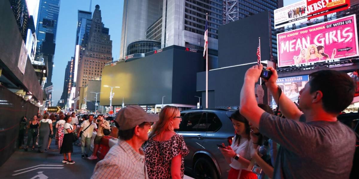 """Gobernador de Nueva York ordena investigar causas del """"inaceptable"""" apagón"""