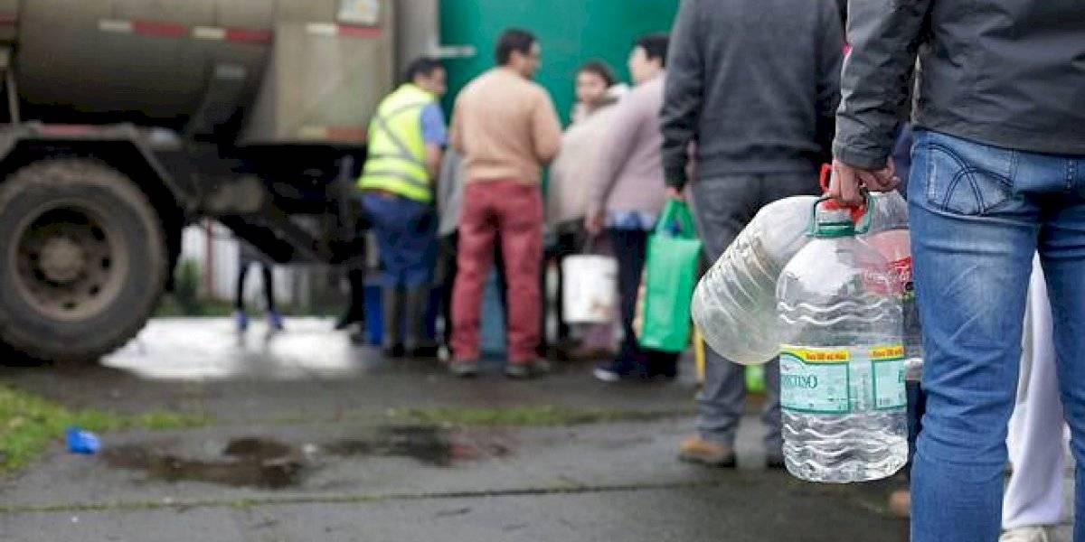 Se suspenden las clases de forma indefinida en Osorno por extenso corte de agua y Essal confirma limpieza total del Río Rahue