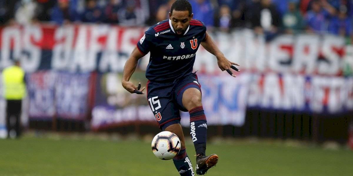 Jean Beausejour sufrió una lesión muscular y tuvo que ser reemplazado en la U ante Temuco