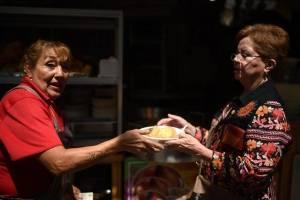 Entre juegos mecánicos y comida típica celebran a la Virgen del Carmen