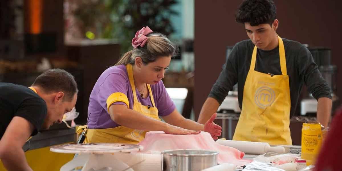 MasterChef Brasil: Helton e Lorena se desentendem na prova do bolo