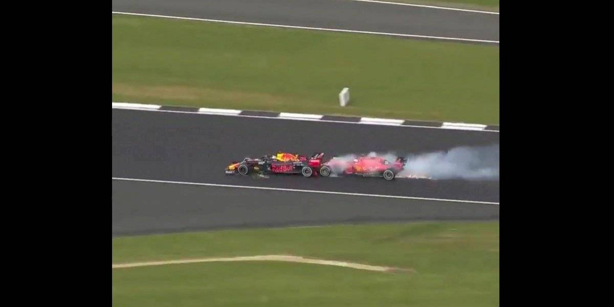 En su intento por rebasar, Vettel choca con Verstappen