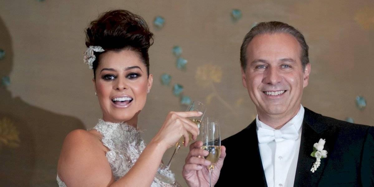Yadhira Carrillo renueva sus votos con Juan Collado en la cárcel