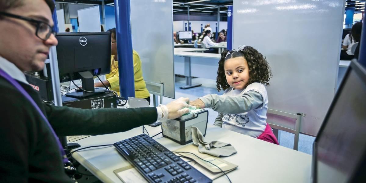 Em São Paulo, biometria elimina tinta para crianças com menos de 5 anos tirarem RG