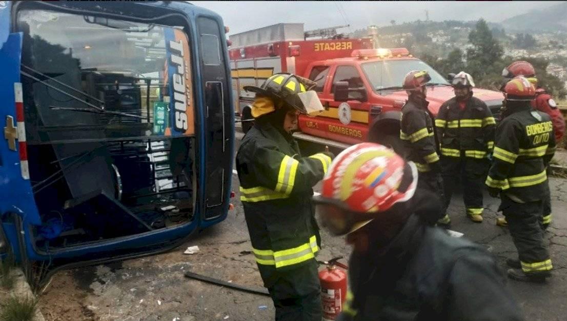 Quito: Dos personas heridas tras accidente de bus