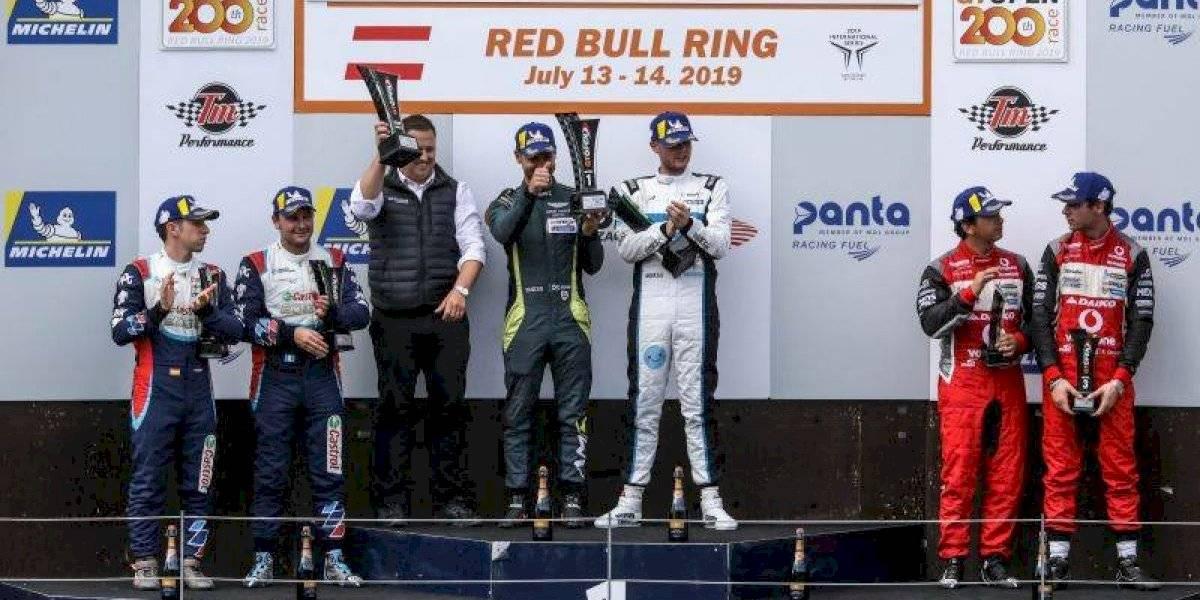 Piloto guatemalteco Lush Saravia celebra un nuevo podio en Austria