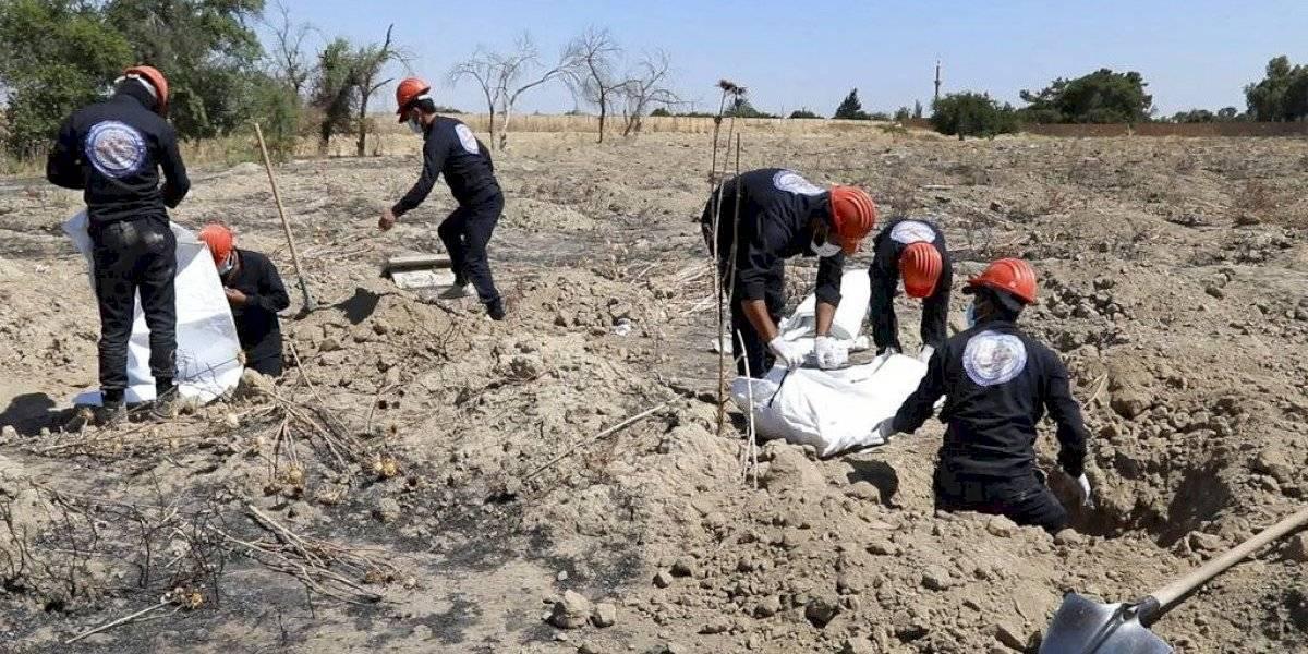 Exhuman cientos de cadáveres de fosa común en Siria
