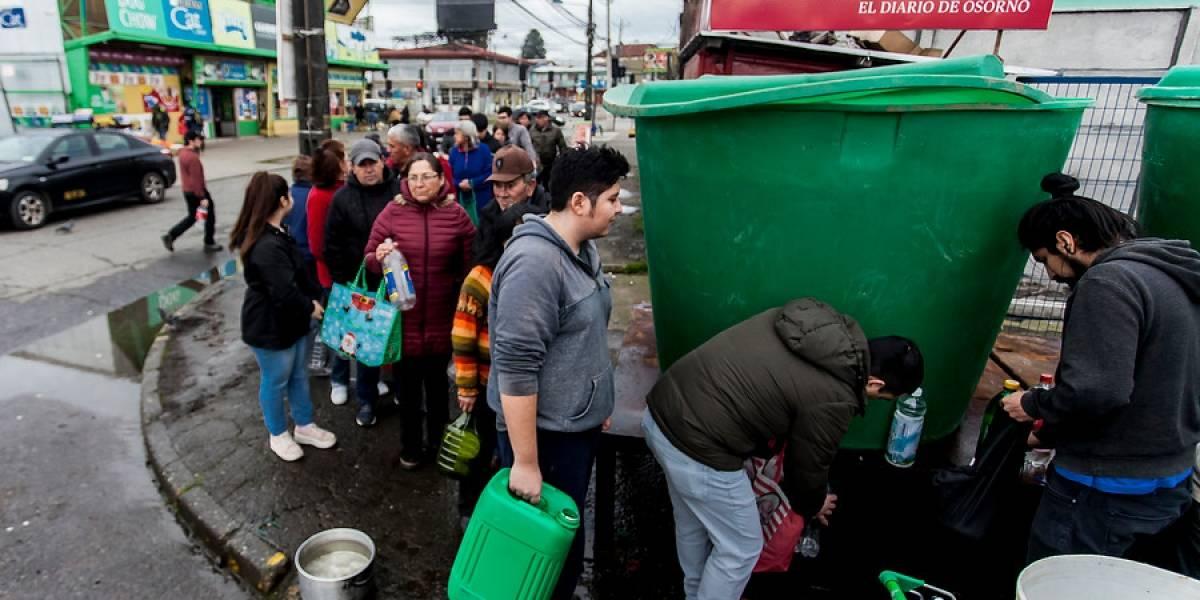 """Crisis en Osorno: intendente afirma que el miércoles en la tarde volvería en un """"100%"""" el suministro de agua potable"""