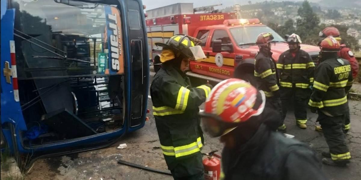 Bus se volcó en el sector El Trébol dejando cuatro heridos