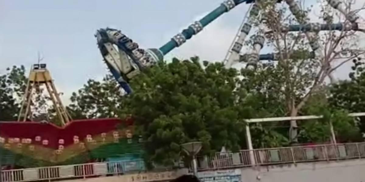 Video: Juego mecánico se desplomó y provocó la muerte de dos personas en la India
