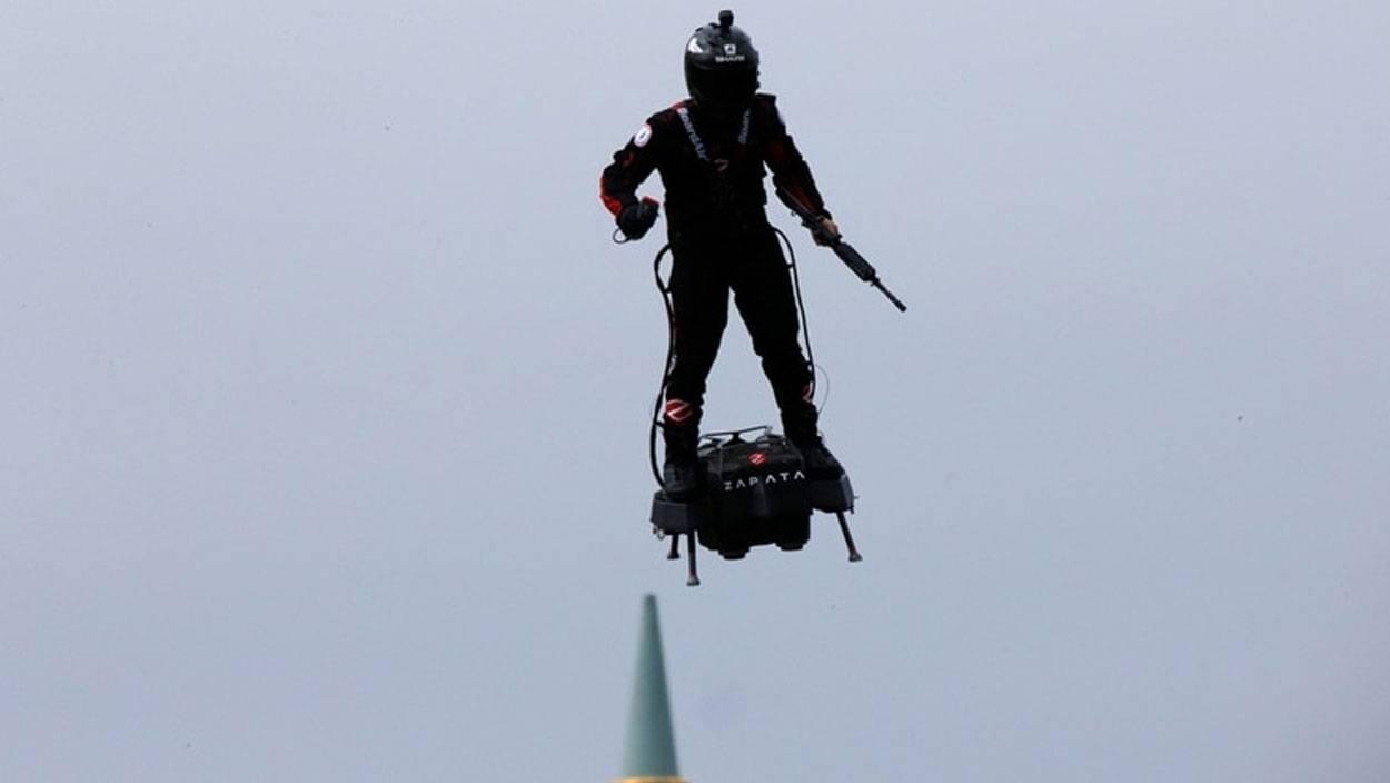 Francia crea prototipo de traje para soldados voladores