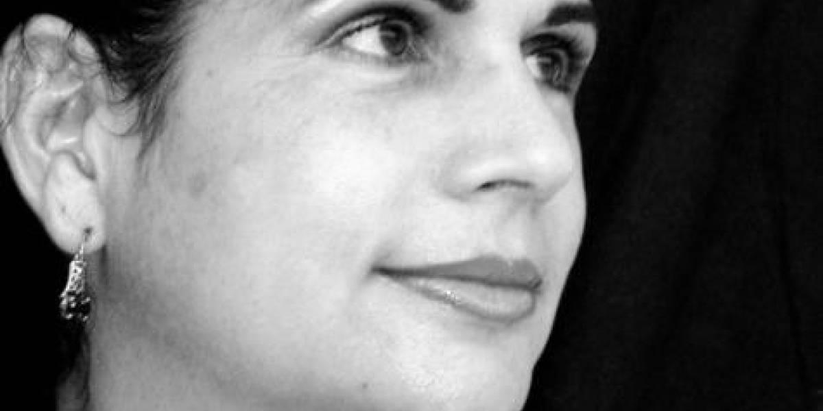 """Destacan destreza narrativa de Ángela Hernández y su novela """"Leona o la fiera vida"""""""