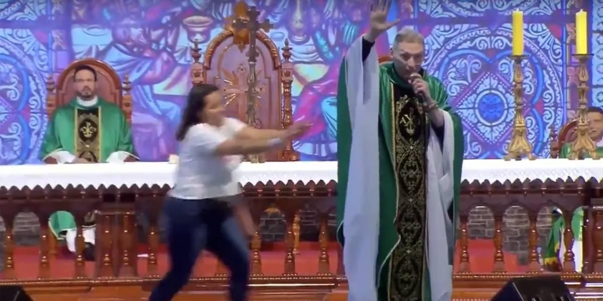 Mulher empurra Padre Marcelo Rossi de palco de 2 metros de altura