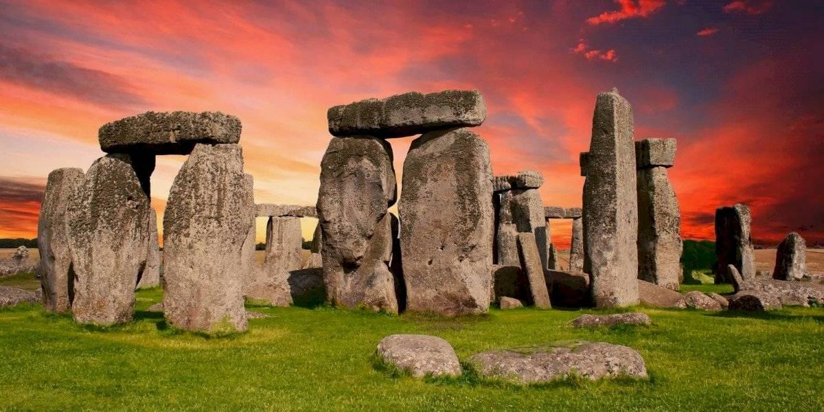 Nova teoria sobre Stonehenge sugere que aldeões usaram gordura de porco para mover as gigantescas pedras